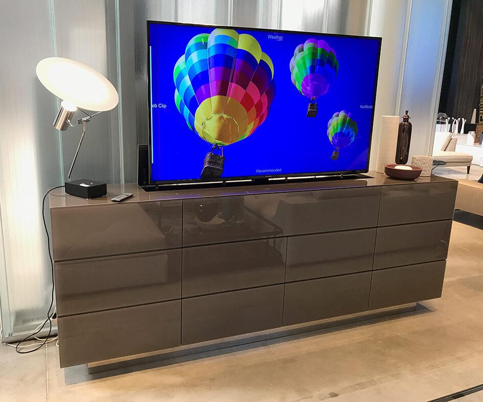 Elégance et Technologie, Meubles TV motorisés